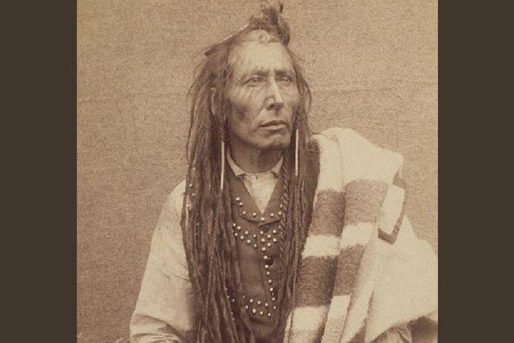 Kepala Suku Cree atau dikenal dengan Kepala Suku Poundmaker, atau Pihtokahanapiwiyin. (Twitter/Justrin Trudeau)