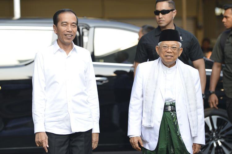 Pasangan Calon Presiden dan Calon Wakil Presiden nomor urut 01 Joko Widodo (kiri) dan K.H. Maruf Amin (kanan) tiba di kantor KPU, Jakarta, Minggu (30/6/2019).