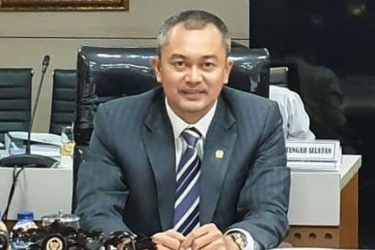 Anggota Komisi III Dewan Perwakilan Rakyat (DPR) Republik Indonesia (RI) Andi Rio Idris Padjalangi meminta Polri untuk bersikap transparan dalam penyelidikan kasus jual beli senjata ilegal di Papua.