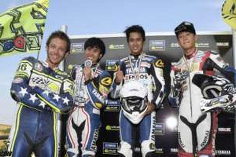 Galang Hendra Pratama (ketiga dari kiri) didapuk sebagai juara untuk pertama kalinya di Yamaha VR46 Master Camp.