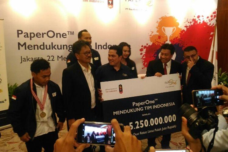 April Group, produsen kertas Paper One menyumbang dana Rp 5,25 miliar untuk Tim Indonesia pada ajang Asian Games 2018, Selasa (22/5/2018).