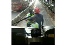 Viral Pengendara Motor di Cengkareng Marah-marah Sama Petugas di Jalur Busway, Ini Penjelasan TransJakarta