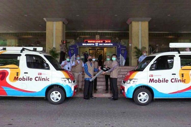 Sudin Kesehatan Kota Administrasi Jakarta Utara menyiapkan mobil yang akan berkeliling ke pemukiman warga untuk melayani vaksinasi.