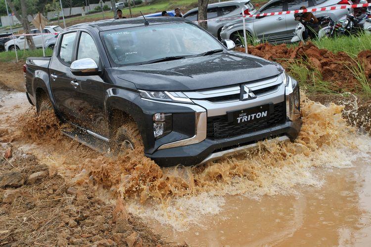 Tes Mitsubishi Triton di Balikpapan