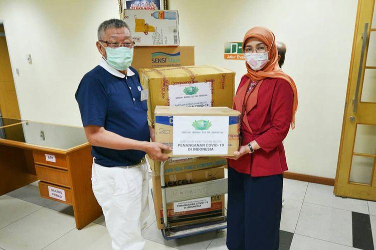 Penyerahan bantuan pengusaha dan Tzu Chi untuk penanganan virus corona