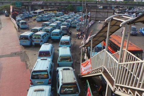 Sopir Angkot: Mobil Bagus Gitu Kok Ikut Antre BBM Subsidi, Enggak Tahu Malu