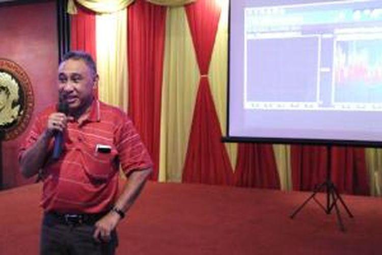 Munir Syahda Prabowo, Head of Network Special Project Smartfren memaparkan hasil uji jaringan Smartfren di Medan, Rabu (2/12/2015).