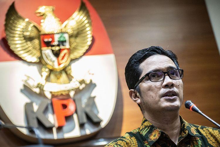 Jubir KPK Febri Diansyah memberikan keterangan pers terkait pengembangan perkara dari OTT kasus suap dalam proyek Baggage Handling System (BHS) di Gedung KPK, Jakarta, Rabu (2/10/2019). KPK menetapkan  Direktur Utama PT Industri Telekomunikasi Indonesia (INTI) Darman Mappangara sebagai tersangka kasus tersebut karena diduga memberikan suap kepada mantan Direktur Keuangan PT Angkasa Pura II Andra Y Agussalam untuk mengawal agar proyek BHS itu dikerjakan oleh PT INTI. ANTARA FOTO/Aprillio Akbar/foc.