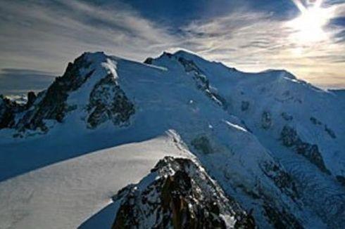 Kecurian Sepatu di Ketinggian 4.000 M, Pendaki Ini Dijemput Helikopter
