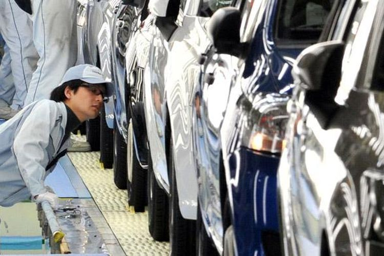 Ilustrasi: Pekerja pabrik Toyota di Jepang.
