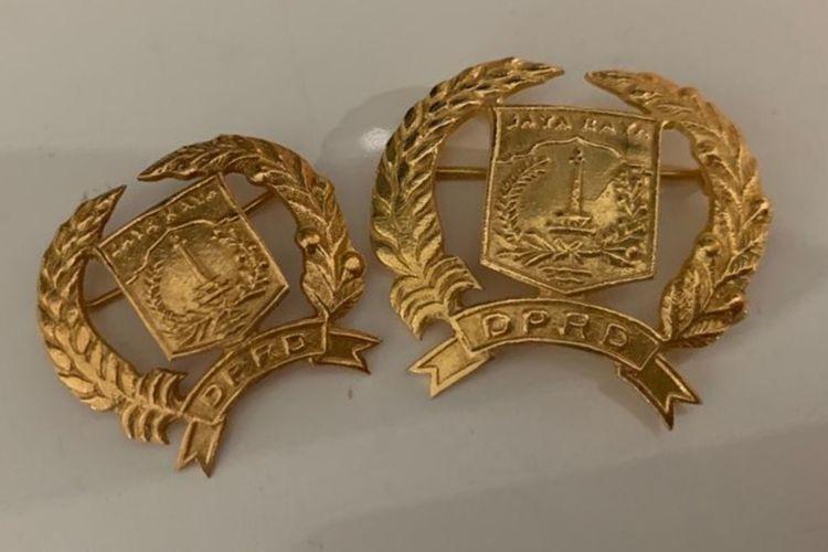 Pin emas yang akan diterima oleh Anggota DPRD DKI Jakarta 2019 - 2024