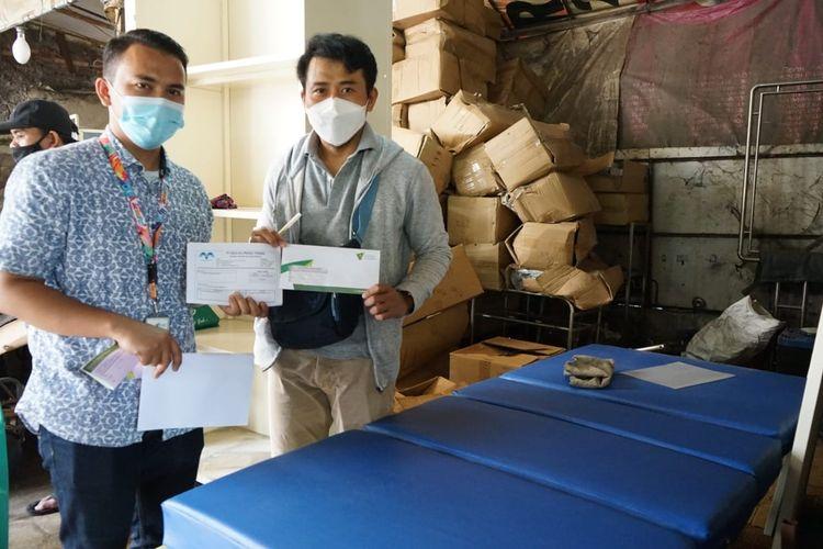 Tim pengelola aset Wakaf Dompet Dhuafa menerima amanah 10 tempat tidur untuk melengkapi ruang ICU di RS Hasyim Asy'ari di Jombang, Jawa Timur. Wakaf yang bergulir dari PT. Mulya Prima Teknik General Contractor and Supplier tersebut, diterima tim Dompet Dhuafa pada Kamis (20/5/2021) dan langsung dikirim ke Jombang.