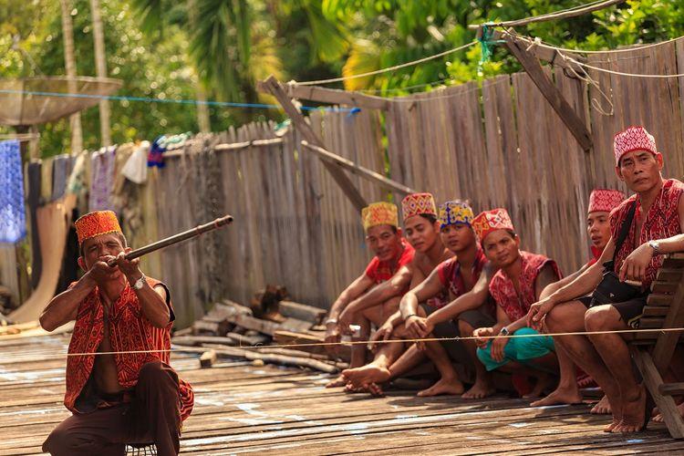 Sumpitan, Olahraga tradisional asal Kalimantan DOK. Shutterstock/Widhibek