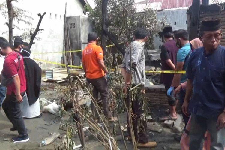 Rumah di Jalan Budi Utomo, Kelurahan Pekkabata, Kabupaten Polewali Mandar, Sulawesi Barat, yang terbakar pada Kamis (3/12/2020) dini hari.