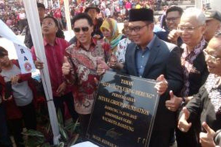 Wali Kota Bandung, Ridwan Kamil, meresmikan Taman Alub-alun Ujungberung, Minggu (14/6/2015).