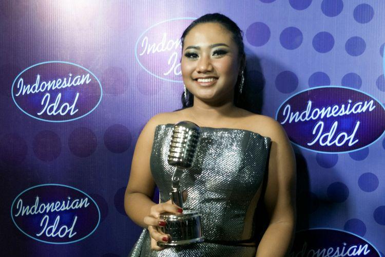 Juara Indonesian Idol 2018 Maria Simorangkir dalam jumpa pers di Ecovention Taman Impian Jaya Ancol, Jakarta Utara, Selasa (24/4/2018).