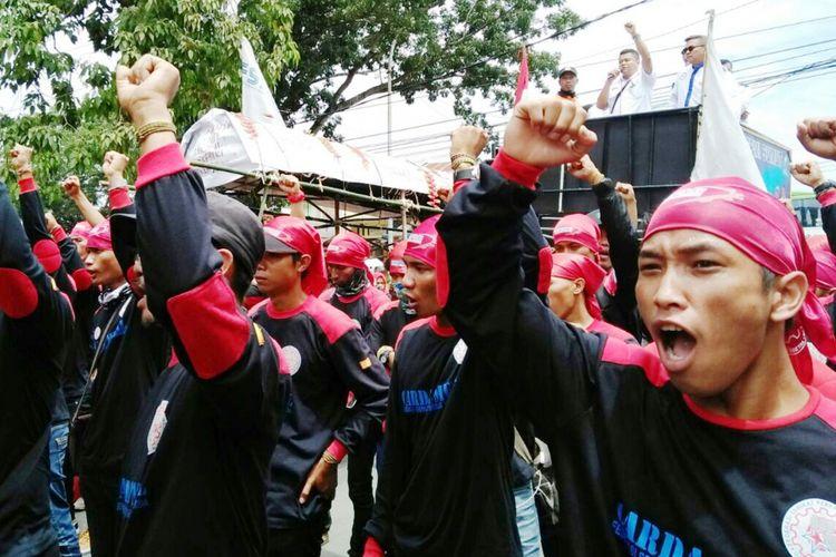 Ilustrasi serikat buruh saat menggelar demonstrasi.