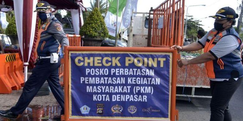 Tidak ada kabupaten atau kota di Bali yang menerapkan PSBB. Kebijakan yang diambil pemerintah lokal adalah pembatasan kegiatan masyarakat yang diklaim tak ganggu perekonomian/