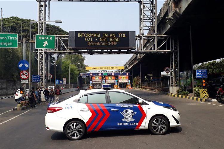 Ada Olah TKP Kecelakaan Truk Pertamina yang Terbakar, Gerbang Tol Rawamangun ditutup Sementara, Rabu (24/7/2019).