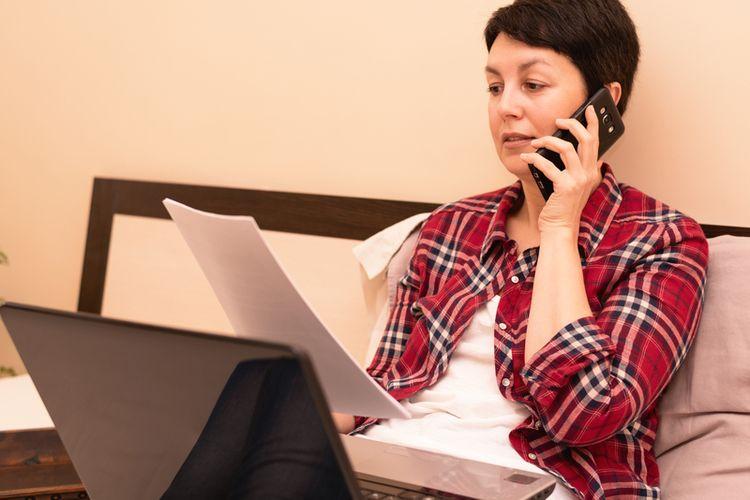 Bekerja di atas tempat tidur menjadi kebiasaan banyak orang saat penerapan sistem WFH