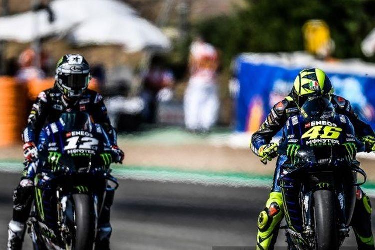 Aksi para pebalap Petronas Yamaha SRT, Maverick Vinales dan Valentino Rossi, menjelang MotoGP Andalusia 2020 di Sirkuit Jerez, Spanyol.