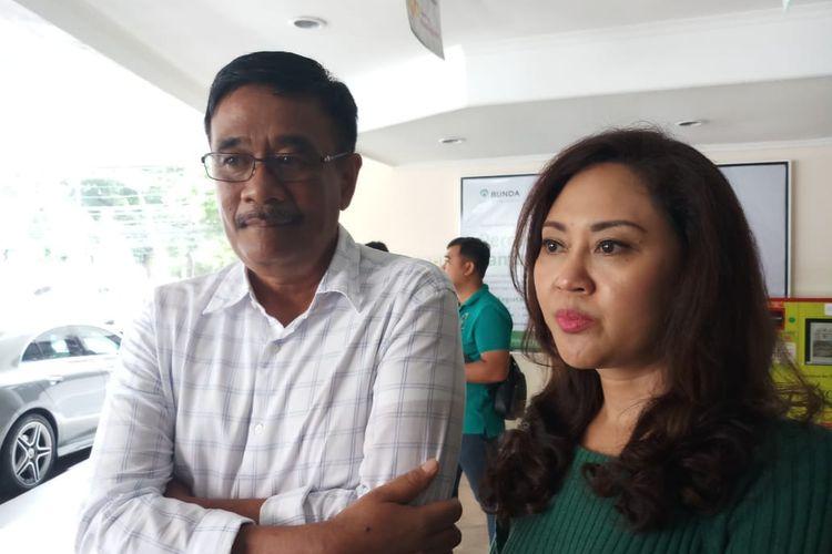 Mantan Gubernur DKI Jakarta Djarot Saiful Hidayat dan istrinya Happy Farida saat ditemui di RSIA Bunda, Menteng, Jakarta Selatan, Selasa (7/1/2020).