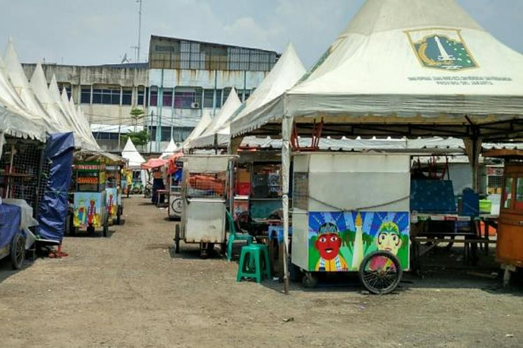Banyak pedagang kaki lima (PKL) di Jalan Cengkeh, Tamansari, Jakarta Barat, yang belum mulai berjualan. Mereka telah dipindahkan dari Kawasan Kota Tua sejak Senin (5/9/2016) pekan lalu.