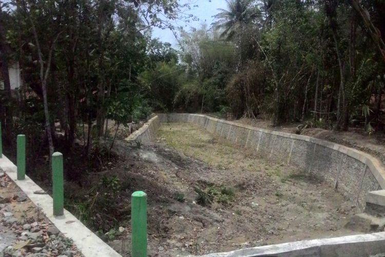 Sungai hingga saluran irigasi di beberapa kecamatan di Kulon Progo mengalami kekeringan. Ribuan kepala keluarga terdampak kesulitan air bersih.  BPBD Kulon Progo kini masih mengelola ratusan tangki air untuk membantu warga.