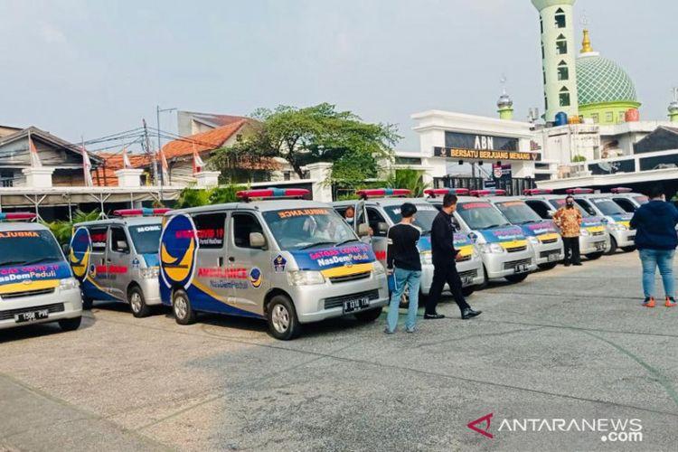 Armada ambulans dan mobil jenazah sebanyak 20 unit dari Partai NasDem yang dipinjamkan kepada pemerintah daerah di DKI Jakarta untuk membantu penanganan COVID-19 di Jakarta Utara, Kamis (8/7/2021).