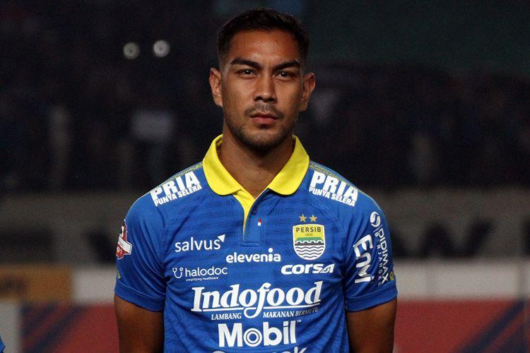 Gelandang Persib Bandung, Omid Nazari.