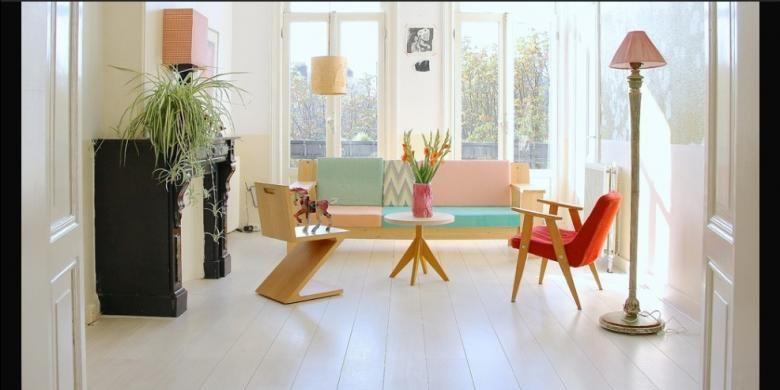 Dinding dan lantai putih membuat suasana terasa bersih dan tenang dengan munculnya kehadiran pastel. Ketenangan itu tidak akan terganggu dengan hadirnya berbagai warna lain yang digunakan pada furnitur kayu ringan atau perabot lainnya.