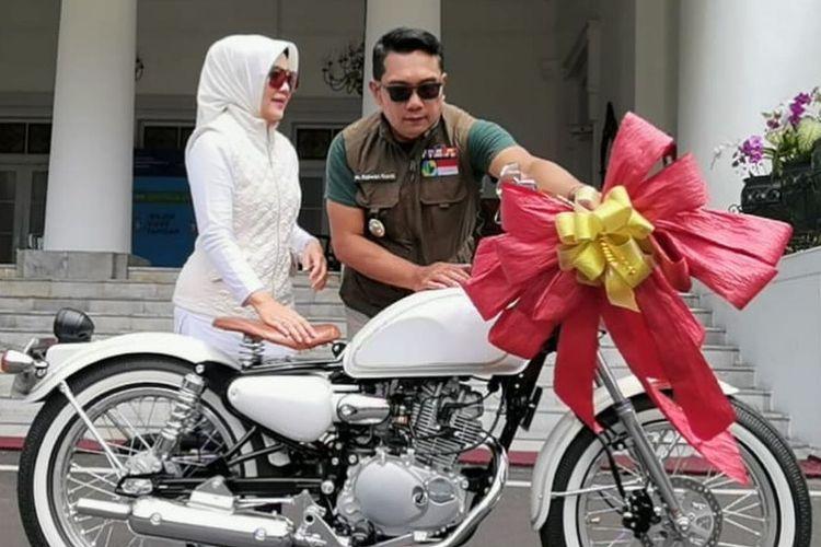 Kawasaki W175 Bobber Si Cinta, istri Ridwan Kamil, garapan Yashashii Garage