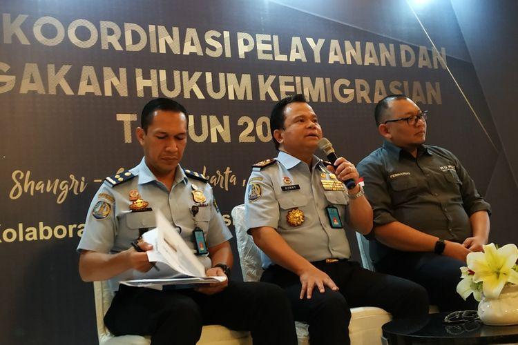 Direktur Jenderal Imigrasi Kementerian Hukum dan HAM (Kemenkumham), Ronny Sompie, saat memberikan keterangan di Hotel Shangrila, Tanah Abang, Jakarta Pusat, Selasa (12/11/2019).