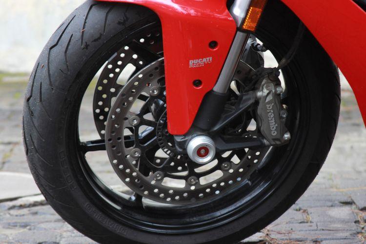 Ilustrasi fitur ABS. Sistem pengereman Ducati Supersport dilengkapi ABS yang bisa diatur level daya cengkram