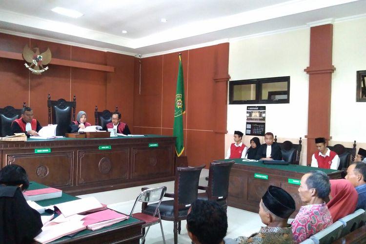 Sisang kasus pembunujan satu keluarga dengam agenda mendengarkan keterangan saksi di Pengdilan Negeri Banyumas, Jawa Tengah, Rabu (22/1/2020).