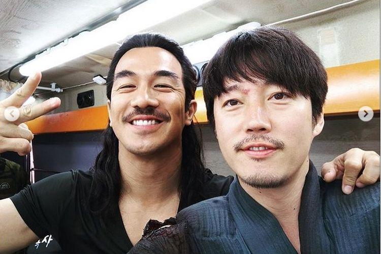 Joe Taslim dan aktor Korea Jang Hyuk.