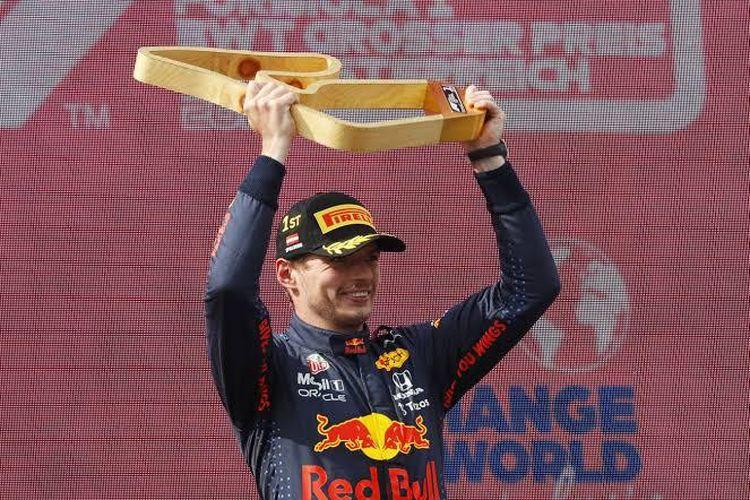 Pebalap Max Verstappen dari tim Red Bull Racing Honda berhasil meraih kemenangan kelima kalinya secara berturut-turut pada musim balap F1 2021, yang berlangsung di Red Bull, Spielberg, Austria (4/7/2021).