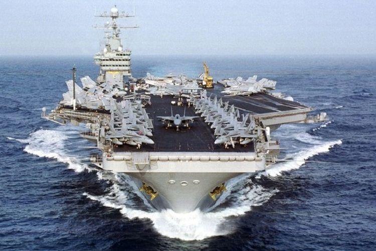Kapal induk AS USS Dwight D Eisenhower.