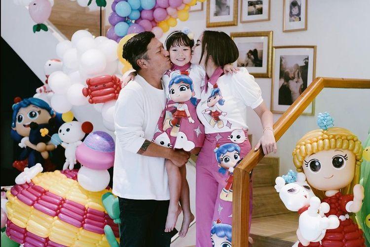 Gempi merayakan hari ulang tahun bersama kedua orangtuanya, Gading Marten dan Gisel.