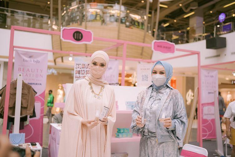 BeautieSS Skincare menggandeng model senior Okky Asokawati untuk produk Age Delay Illuminating Serum dan Serum Fond de Teint d'Encapsulation.