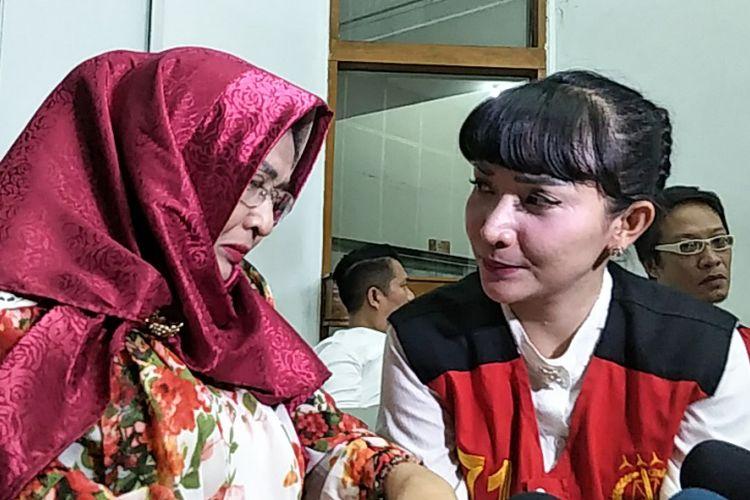 Artis peran Roro Fitria meminta maaf pada sang ibu di Pengadilan Negeri Jakarta Selatan, Rabu (10/10/2018).