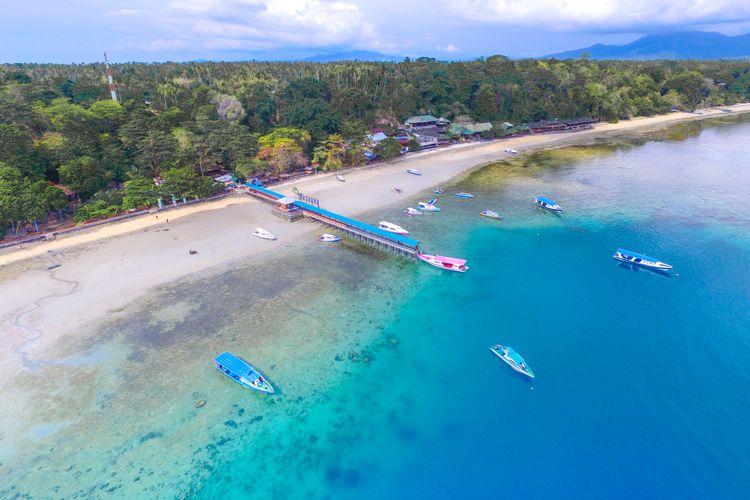 Panorama Pulau Bunaken dilihat dari atas.