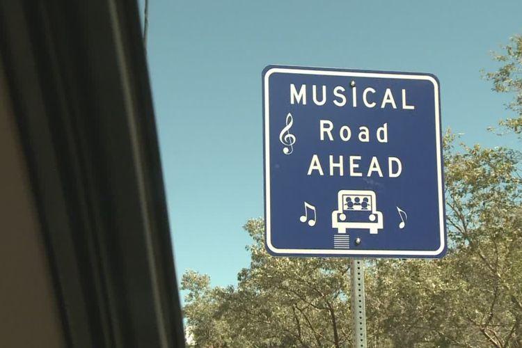 Ilustrasi rambu Singing Road atau Musical Road alias jalan bernada yang bisa mengeluarkan suara saat dilindas kendaraan.