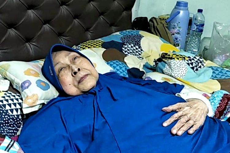 Artis peran Aminah Cendrakasih Aminah saat ditemui di kediamannya di kawasan Pinang, Tangerang, Selasa (28/5/2019).