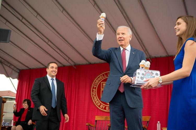Joe Biden adalah penggemar es krim. Ketika berpidato di Cornell University, ia bahkan dipersembahkan sebuah es krim dengan varian favoritnya, chocolate chip. Varian tersebut diberi nama Big Red, White, and Biden.