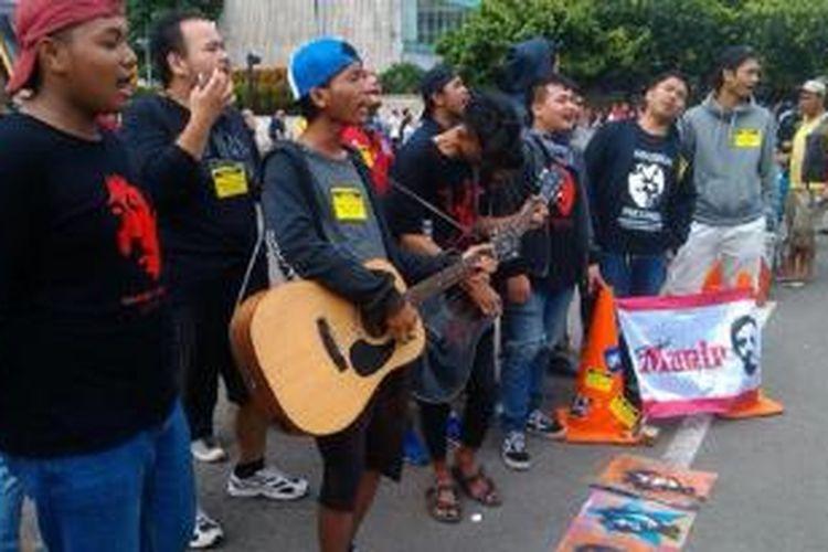 Sahabat Munir dan Komite Aksi Solidaritas Untuk Munir (Kasum) menggelar aksi turun ke jalan.