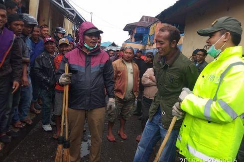 Malu Ruteng Jadi Kota Terkotor, Pastor hingga Bupati Pungut Sampah di Selokan