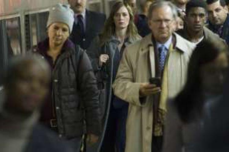 Emily Blunt bermain dalam film The Girl on the Train