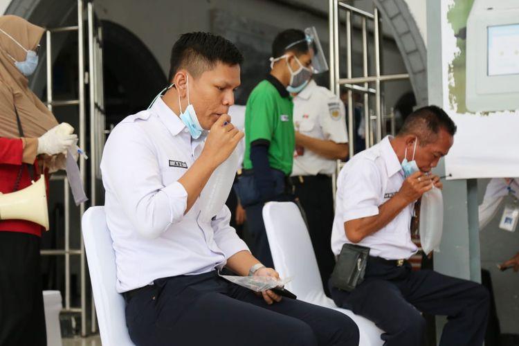Layanan screening Covid-19 menggunakan GeNose di Stasiun Pasar Senen, Jakarta