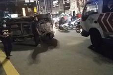Hindari Motor, Mobil Pajero Terbalik Setelah Tabrak Lampu Merah di Cideng Timur